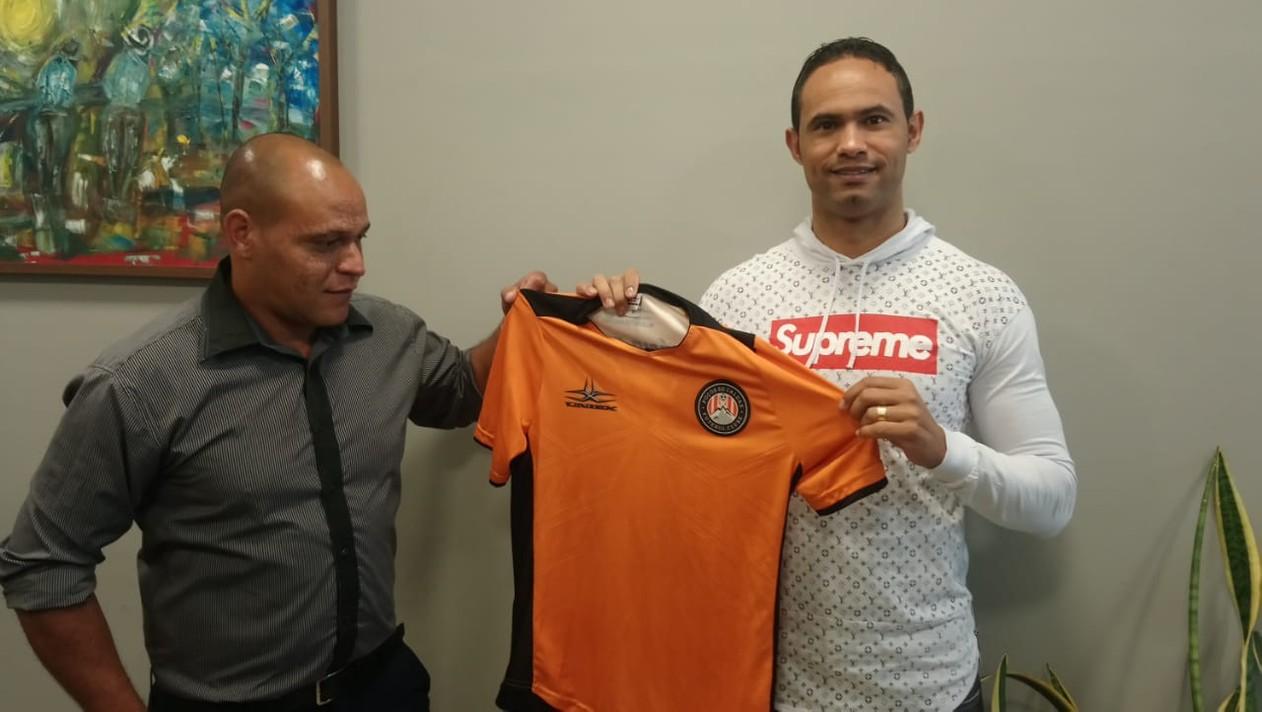 Goleiro Bruno é contratado pelo Poços de Caldas FC