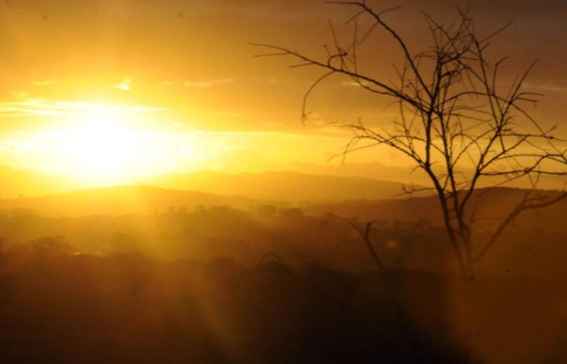 Ar seco forma névoa em Minas Gerais nesta segunda-feira
