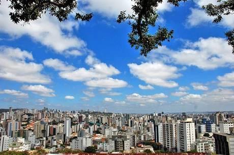 Minas Gerais tem quinta de forte calor: Triângulo deve romper os 40 graus