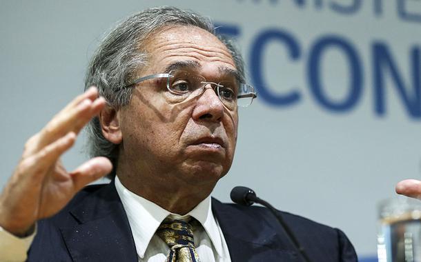 'O grande inimigo do meio ambiente é a pobreza', diz Guedes