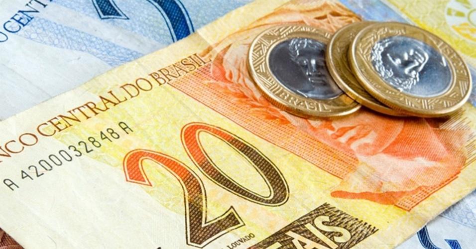 Taxas futuras de juros oscilam perto da estabilidade, alinhadas ao dólar