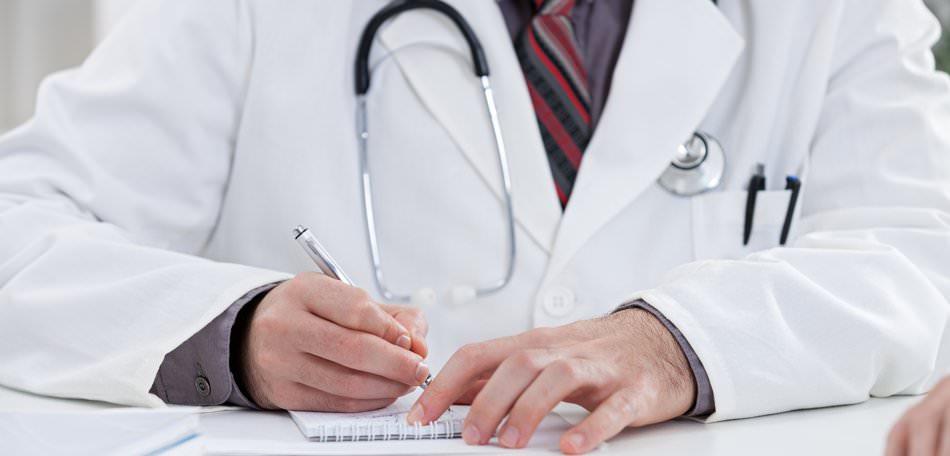 Prefeitura de Divinópolis contrata médicos: salários de R$ 2,9 mil a R$ 9,7 mil
