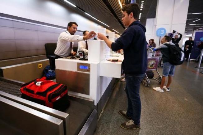 Alcolumbre vota para derrubar veto sobre bagagem grátis em voos domésticos