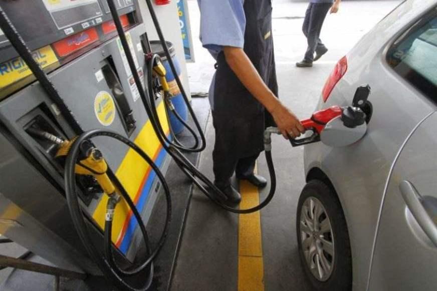 Gasolina passa para R$ 0,91 o litro nas refinarias nesta terça