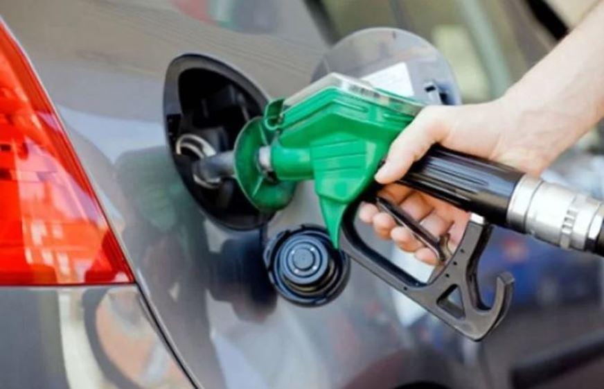 Gasolina fica 12% mais cara nas refinarias: 10 centavos por litro