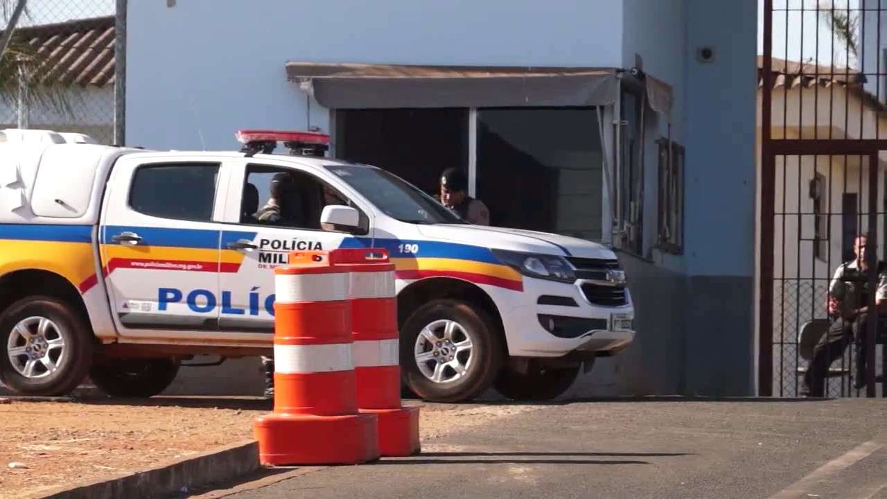 15 celulares apreendidos dentro de quatro televisores na entrada da penitenciária de Uberaba