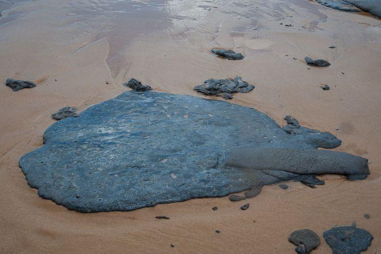 200 toneladas de óleo foram recolhidas nas praias do Nordeste até esta segunda