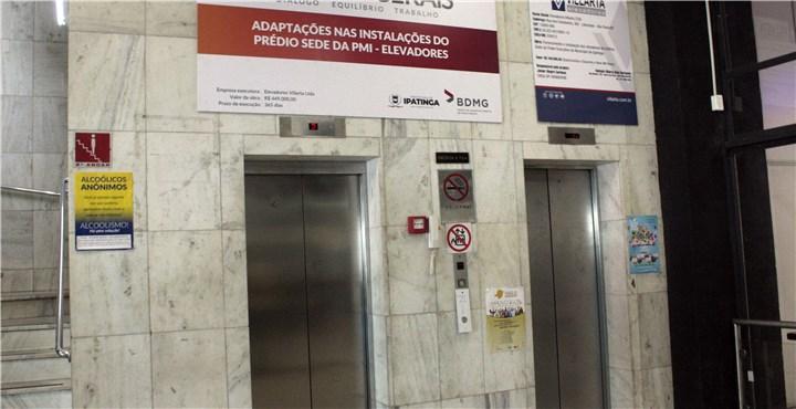 Após 43 anos de uso e com problemas técnicos, elevador é substituído na Prefeitura de Ipatinga
