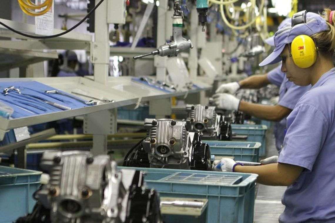 Atividade industrial mantém ritmo lento de recuperação, diz pesquisa da CNI