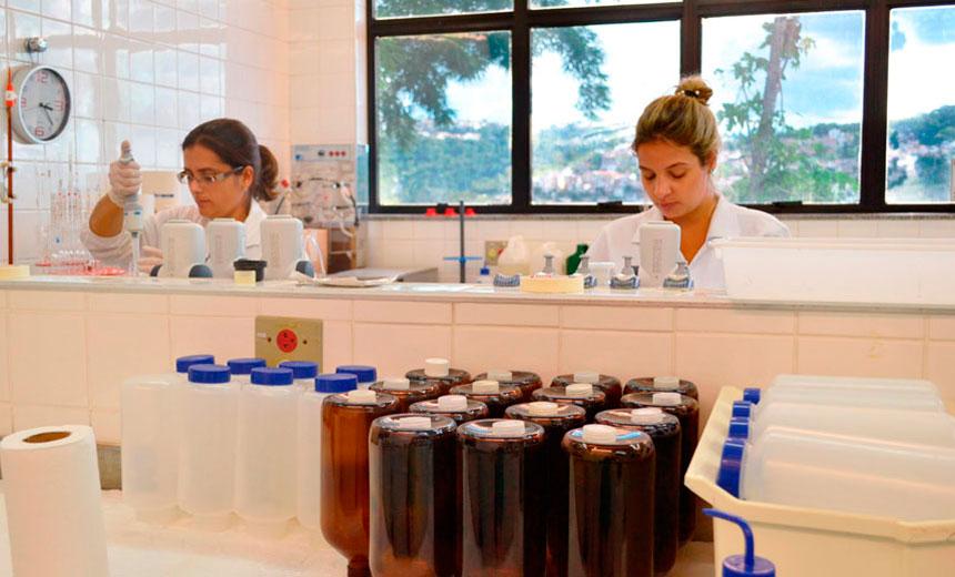 Juiz de Fora: Companhia de Saneamento realizou 665 análises de água em agosto
