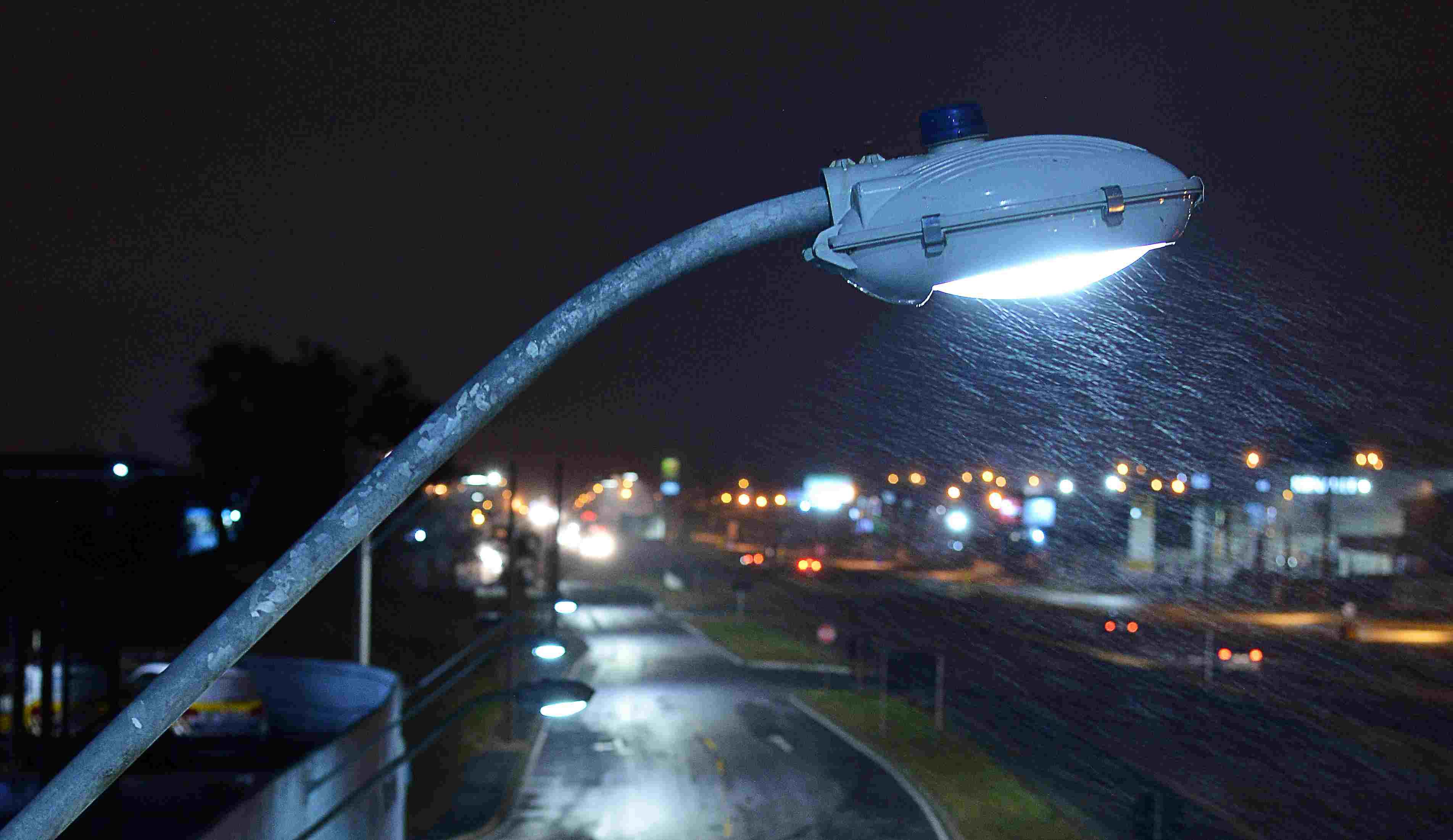 """Uberaba: """"0800 da iluminação pública"""" está liberado para atendimento à população"""