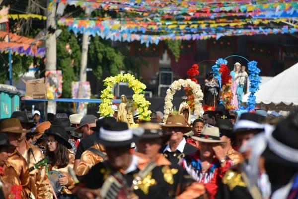 35º Festa de Reinado de Nova Serrana ocorre entre sexta, 18, e domingo, 20, na praça da Matriz