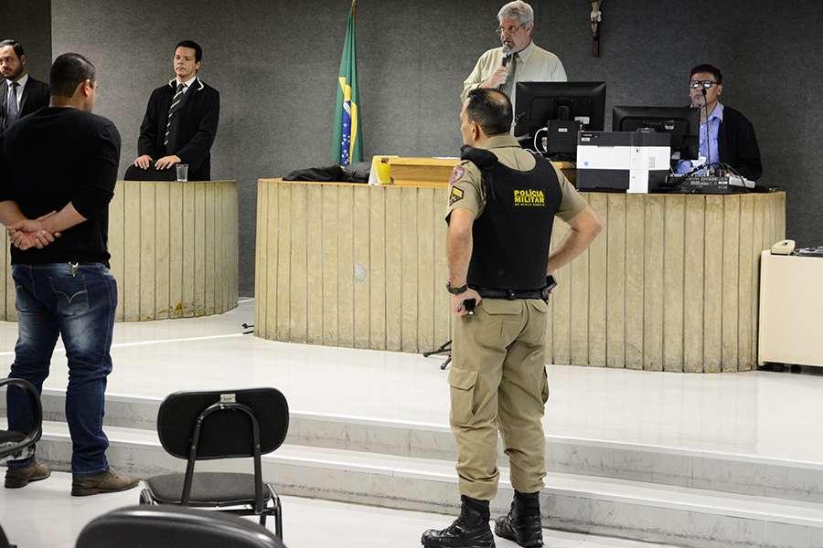 Ex-policial é condenado a 9 anos por crime em boate