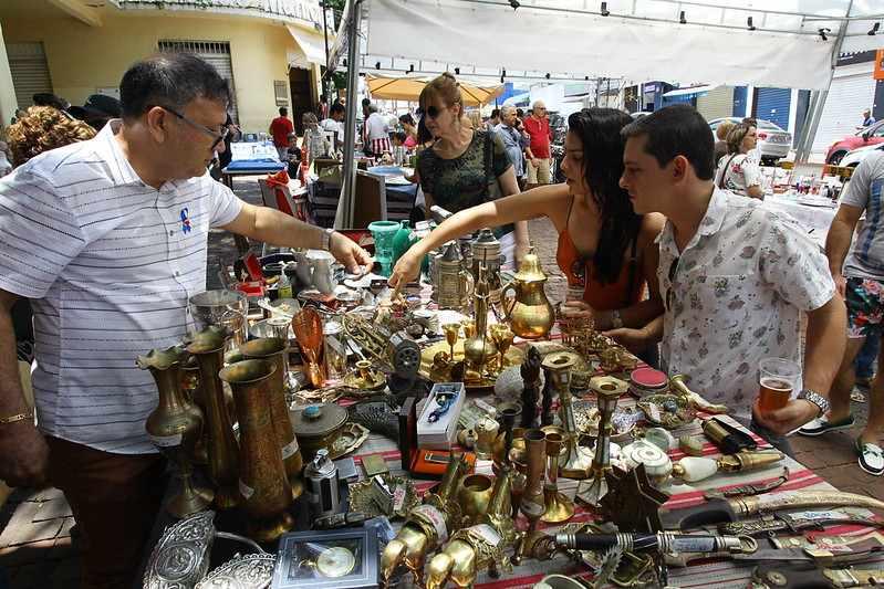 Nona edição do Mercado de Pulgas reúne expositores de itens raros em Uberlândia