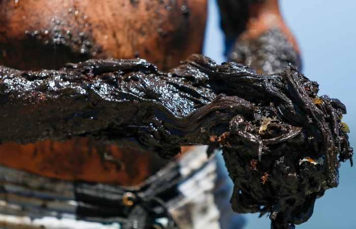 Óleo: Espírito Santo já se mobiliza para limpar poluente do seu litoral