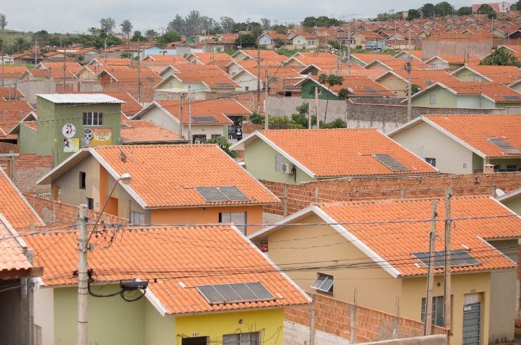 Prefeitura de Governador Valadares entrega escrituras de imóveis para 60 famílias