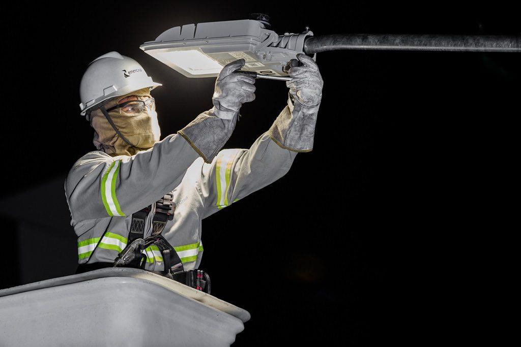 Substituição da iluminação pública por LED vai começar nos bairros periféricos de Uberaba