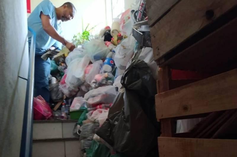 Com mandado, Vigilância em Saúde recolhe 500 quilos de lixo em casa de Divinópolis