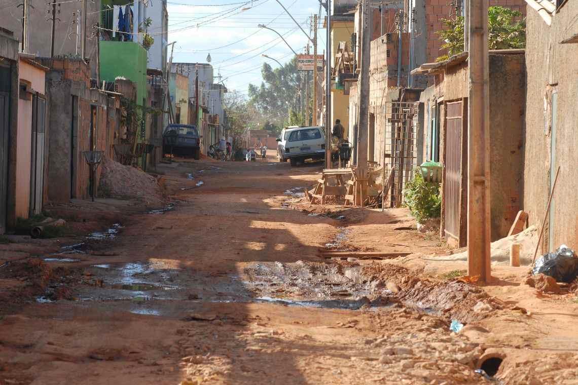 Pobreza é mais grave em famílias com crianças, revela PUC Minas