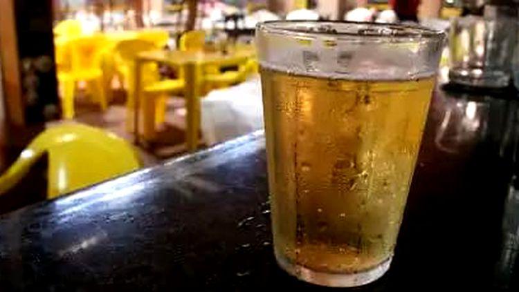 Após anúncio de mortes suspeitas, Backer desaparece de bares