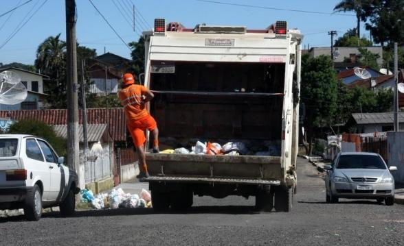 Após substituição de empresas, Caratinga tem novos horários de coleta de lixo