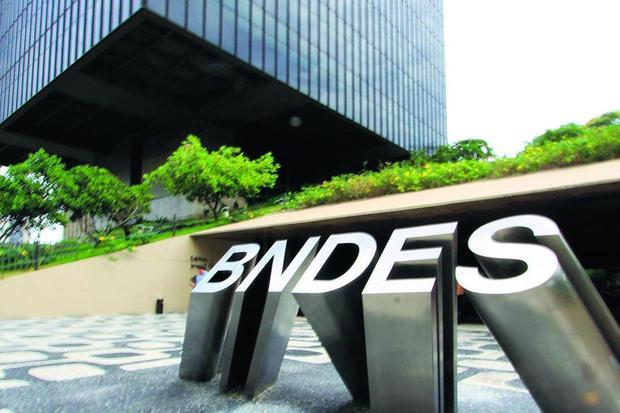 BNDES convida 8 bancos para intermediar venda de ações da Petrobras