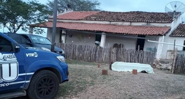 Funerária deixa caixão com corpo na porta de residência errada