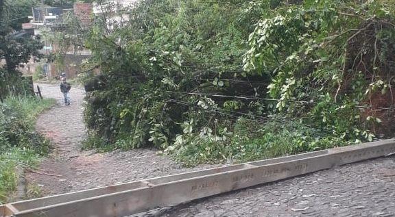 João Monlevade: estrada de acesso ao Nova Cachoeirinha está liberado em meia pista