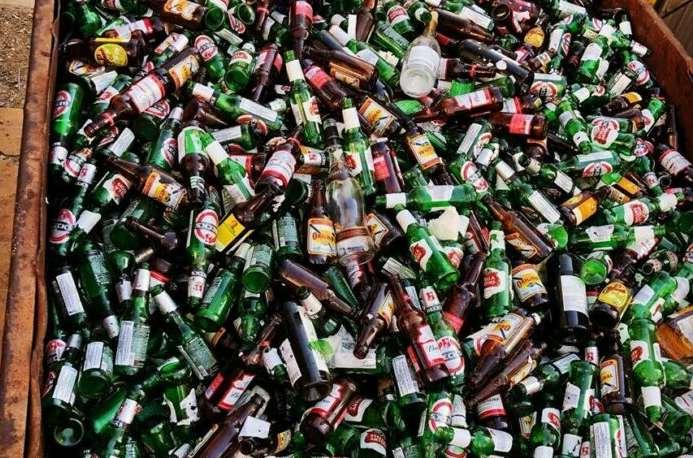 Lei obriga distribuidores e fabricantes a recolherem garrafas em Montes Claros