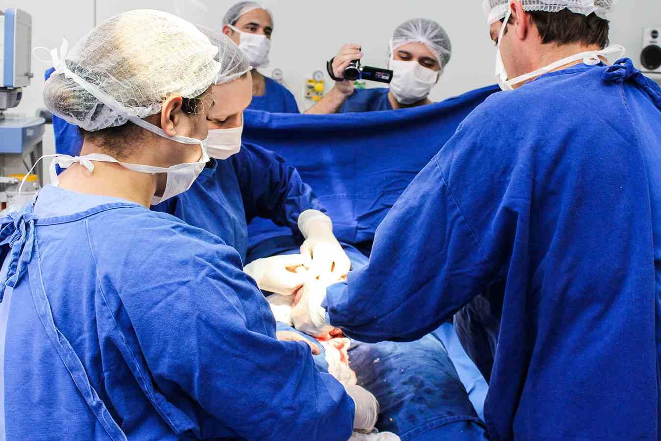 Mulher que contraiu infecção após parto deve ser indenizada
