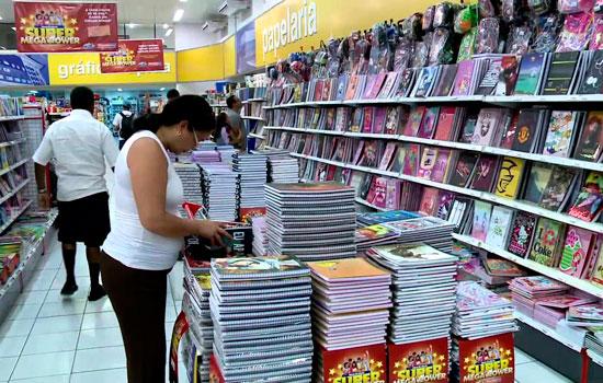 Pesquisa do Procon de Ituiutaba aponta variação de 900% no preço de material escolar