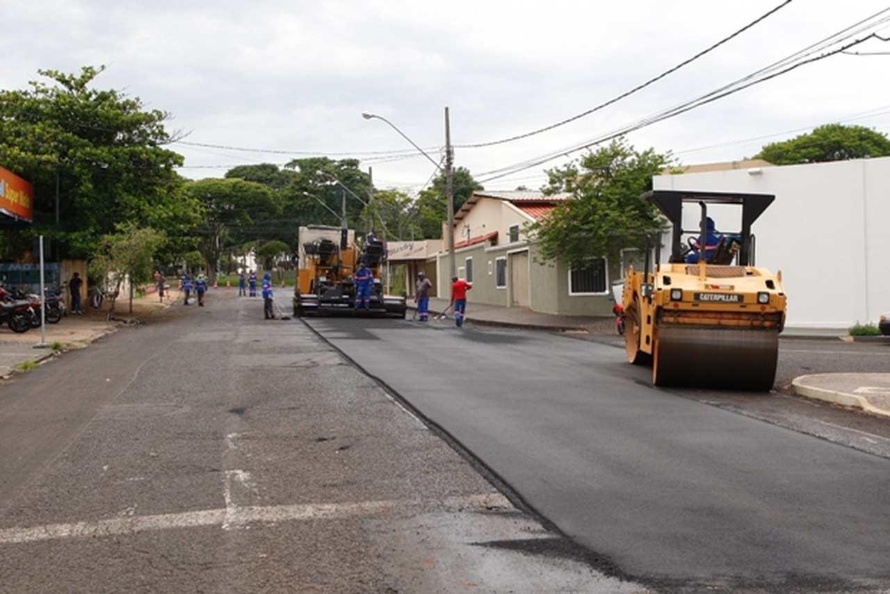 Prefeitura de Uberlândia anuncia recapeamento mais de 180 km de vias em dois anos