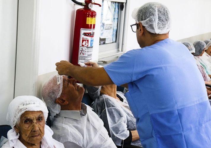 Primeiro mutirão da catarata do ano atende a 250 pessoas na Policlínica de Pouso Alegre