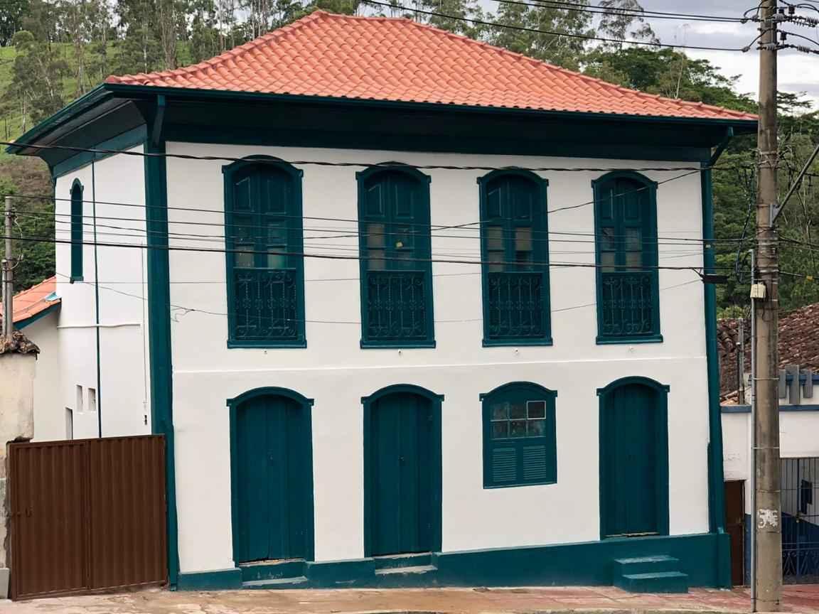 R$ 244 mil: casarão histórico em construção pau a pique no centro de Itabira é restaurado