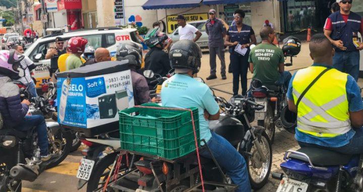 Transita e Polícia Militar iniciam blitz em pontos de mototáxi na região central de Itabira