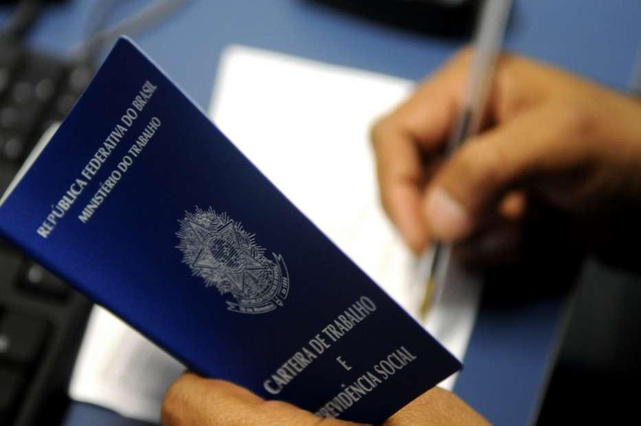 Crise do Coronavírus: pedidos de seguro-desemprego crescem 76%