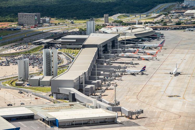 Avião é isolado em Minas Gerais após sintomas em copiloto