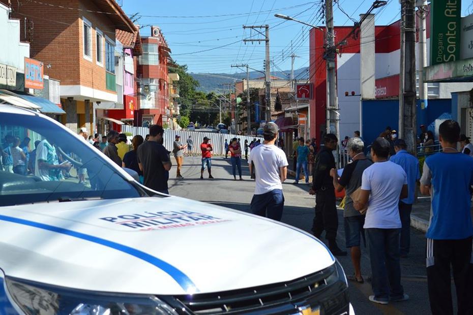 Após 'toque de recolhe', prefeitura fecha até ruas