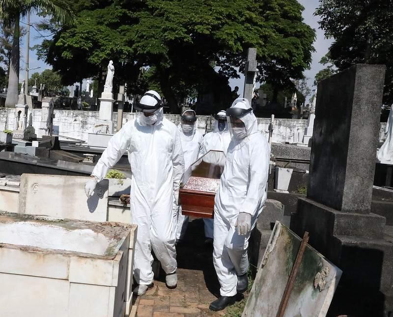 Belo Horizonte abre 1,9 mil covas para atender demanda