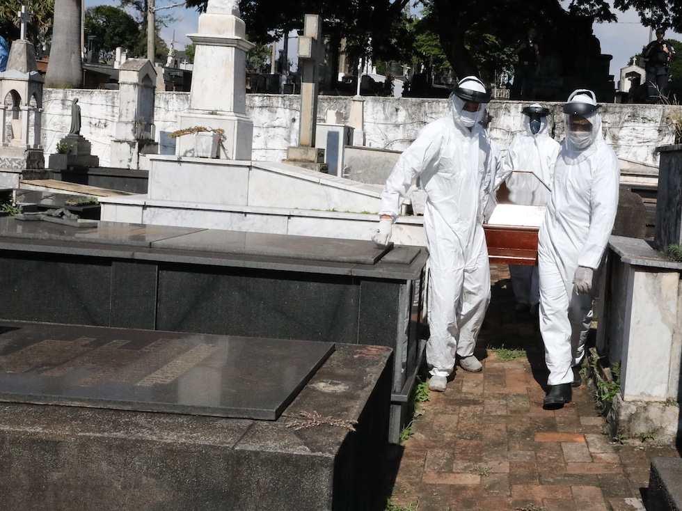 Brasil computa 54 mortos nas últimas 24h, chegando a 486