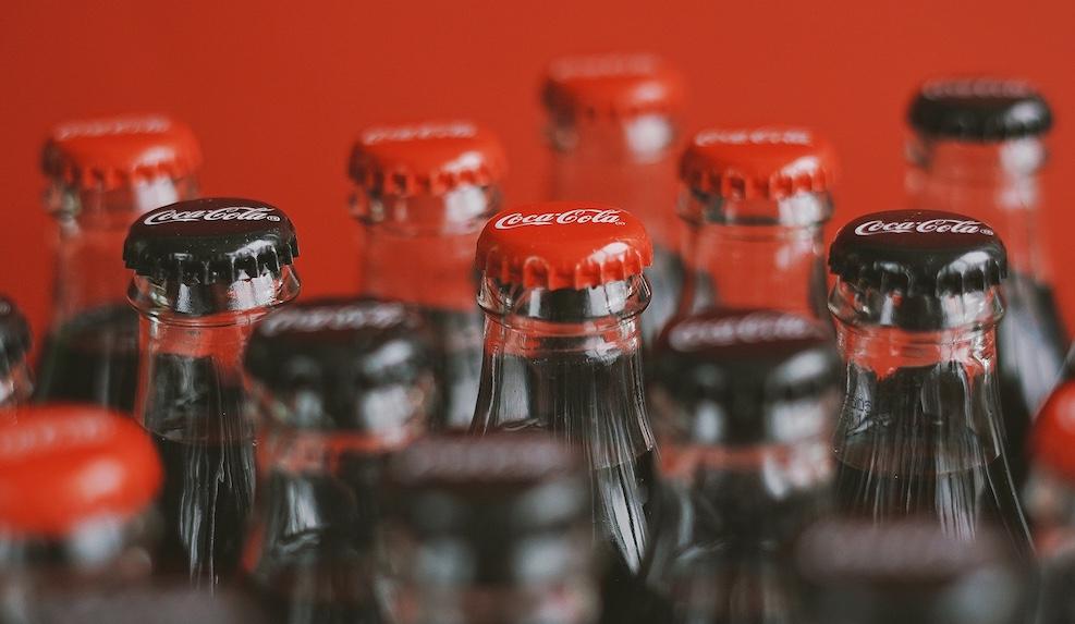Coca-Cola suspende publicidade e doará US$ 120 mihões