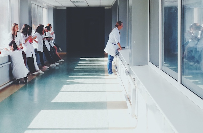 Covid-19: técnica de enfermagem morre em Porto Alegre