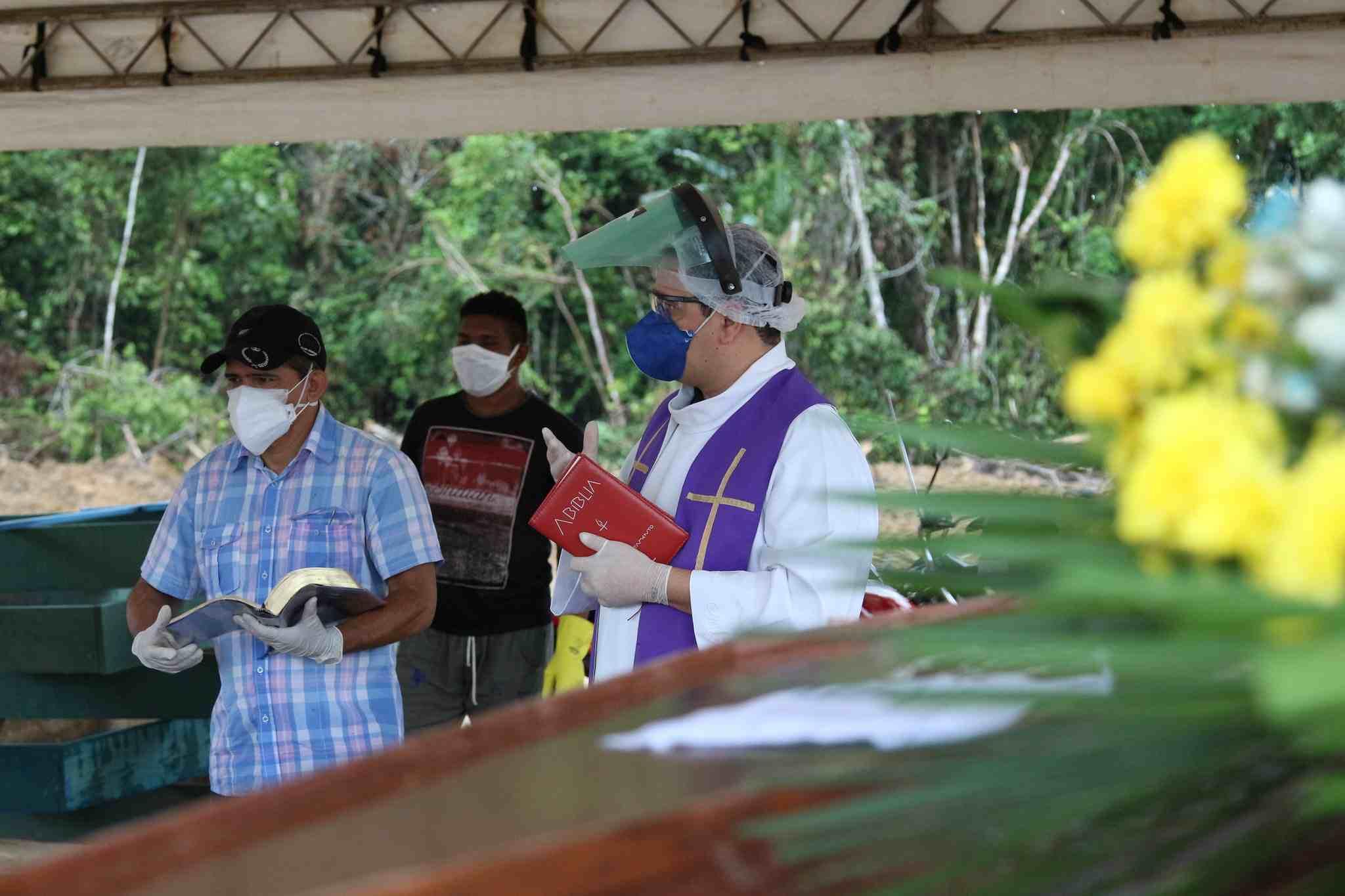 Extrema-unção coletiva em Manaus