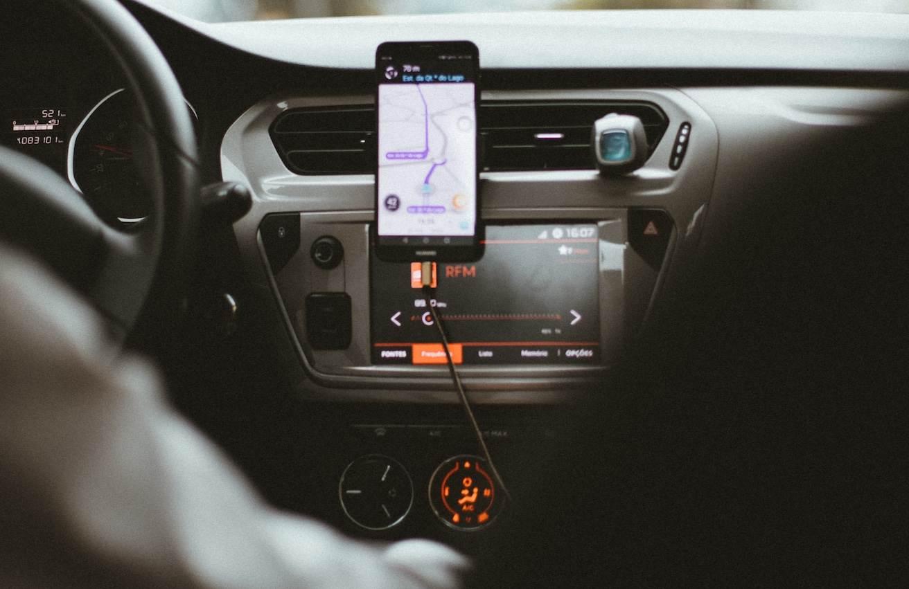 Uber tem 80% de queda nas viagens, corta 3 mil vagas e fecha 45 escritórios