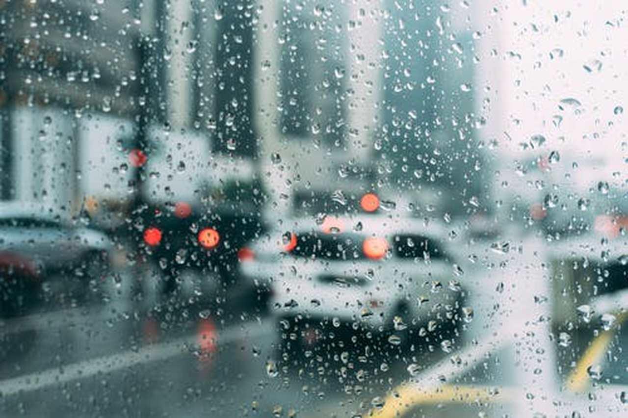 Ciclone provoca tempestade com ventos de 100 km/h