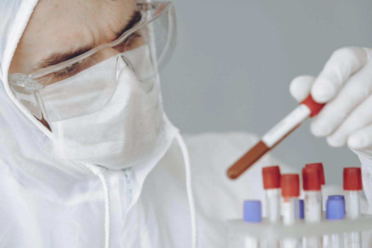 OMS anuncia novo surto de ebola, que também pode ser espalhado por fluidos corporais