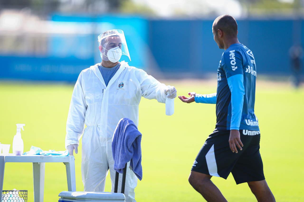 Guia médico da CBF para retomada do futebol proíbe 'cuspir em campo'