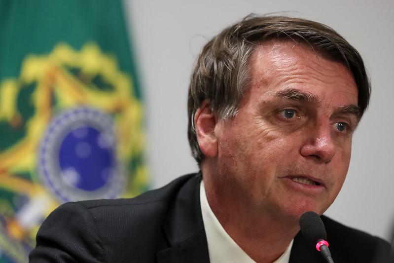 Bolsonaro veta auxílio de R$ 1,2 mil para chefes de família