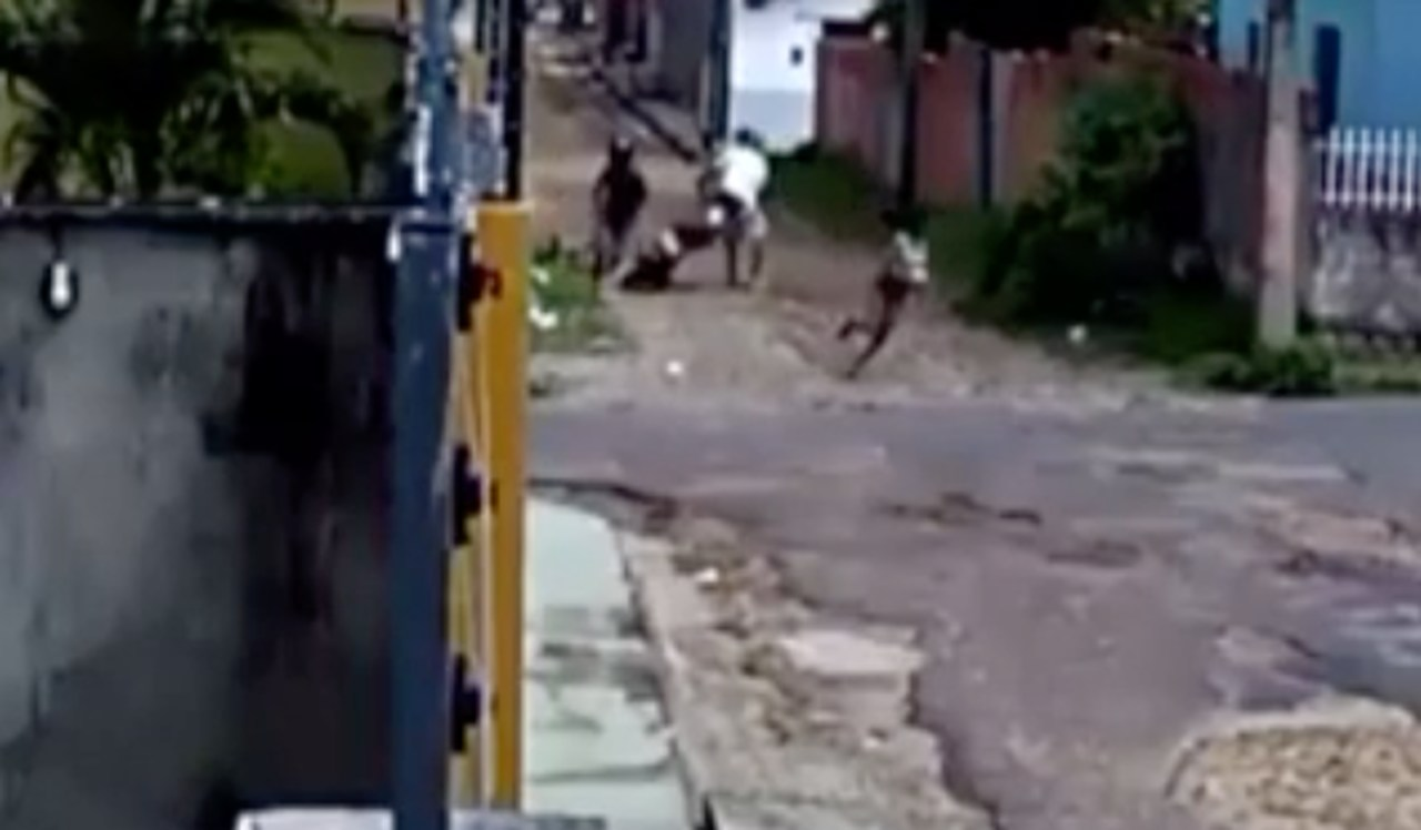 Menina de 11 anos torce braço de assaltante com golpe de capoeira e foge. Veja vídeo