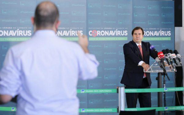 Maia luta contra Bolsonaro por protagonismo na Câmara